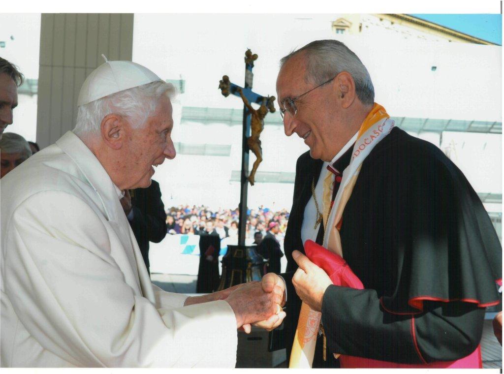 http://www.zadarskanadbiskupija.hr/wp-content/uploads/2013/02/Papa-i-Pulji%C4%87.jpg